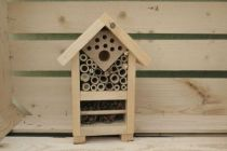 Abri en bois constituer de 3 chambres pour accueillir les différents insectes auxiliaires